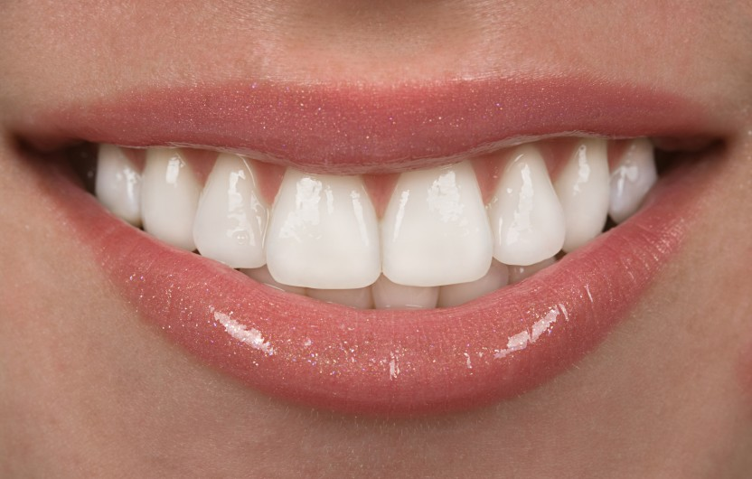 Dobra komunikacija na temu nijansi zuba između stomatologa i zubotehničke laboratorije